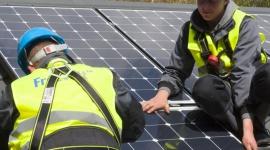 Elektrownie słoneczne czy wiatrowe? BIZNES, Energetyka - Coraz więcej osób dostrzega konieczność zmian w podejściu do otaczającego nas środowiska - zmniejszenia zużycia energii oraz surowców naturalnych. Nie dziwi zatem fakt, że rośnie popularność rozwiązań opartych na odnawialnych źródłach energii.