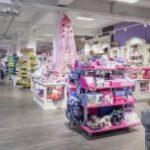 Zabawki wciąż chętnie kupujemy w sklepach