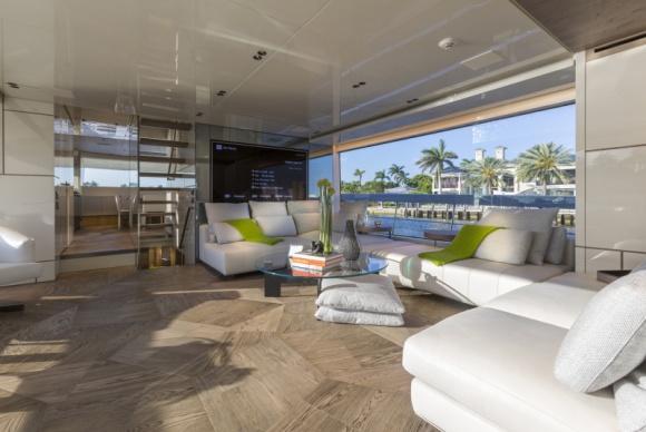 Spokój pośród fal. Projekt luksusowego jachtu Dom, LIFESTYLE - Wnętrze jachtu San Lorenzo 102 zostało zaprojektowane przez archtektów z Marty Lowe. Natomiast okoliczności, w jakich można je podziwiać to już zasługa natury.