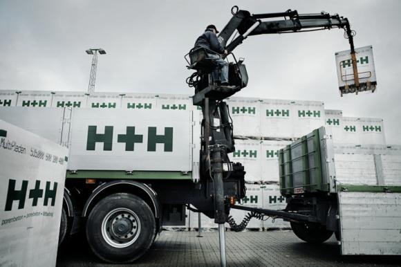Jak uniknąć uszkodzenia materiałów murowych podczas transportu i składowania? Dom, LIFESTYLE - Bloczki z betonu komórkowego i elementy silikatowe tworzące komplementarny System Budowy H+H to wysokiej jakości materiały murowe. Mogą poszczycić się dużą dokładnością wymiarową oraz świetnymi parametrami technicznymi.